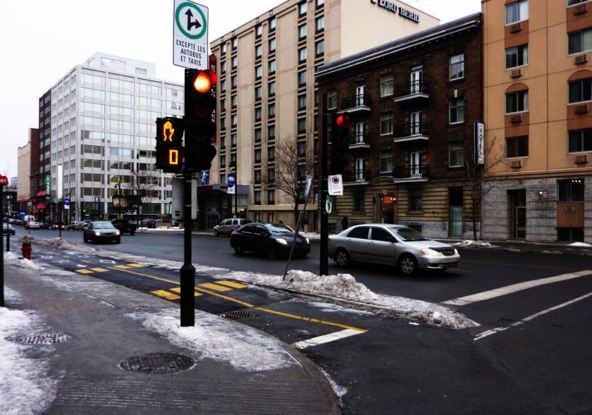 Перекресток в Монреале, где зимой еще холоднее, чем в Москве. Фото: Philippe Du Berger